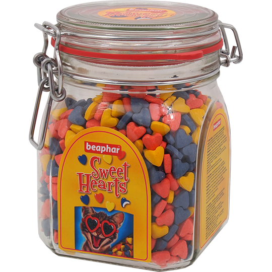 Beaphar Лакомство для кошек в форме сердечек (Sweet Hearts Trully delicious)150шт. красный пакетик